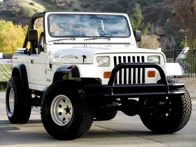 1989 2 door soft top white jeep wrangler jeeps pinterest white jeep wrangler white jeep. Black Bedroom Furniture Sets. Home Design Ideas