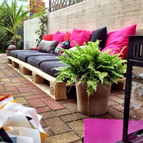 garten loungebereich sofa aus europaletten kissen garden pinterest garten m bel und palette. Black Bedroom Furniture Sets. Home Design Ideas