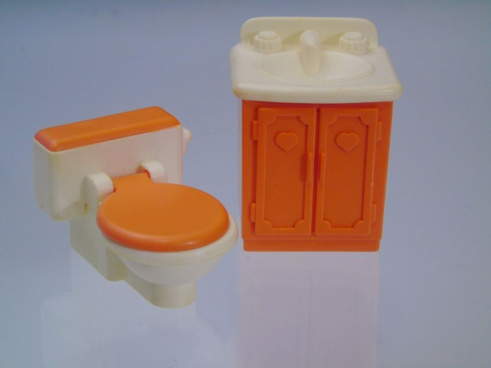 Poopy Matters :) #FisherPrice #LovingFamily Dollhouse Bathroom Furniture #poopybusiness https://t.co/o1LBPwags6 https://t.co/yHJGTAUpOb