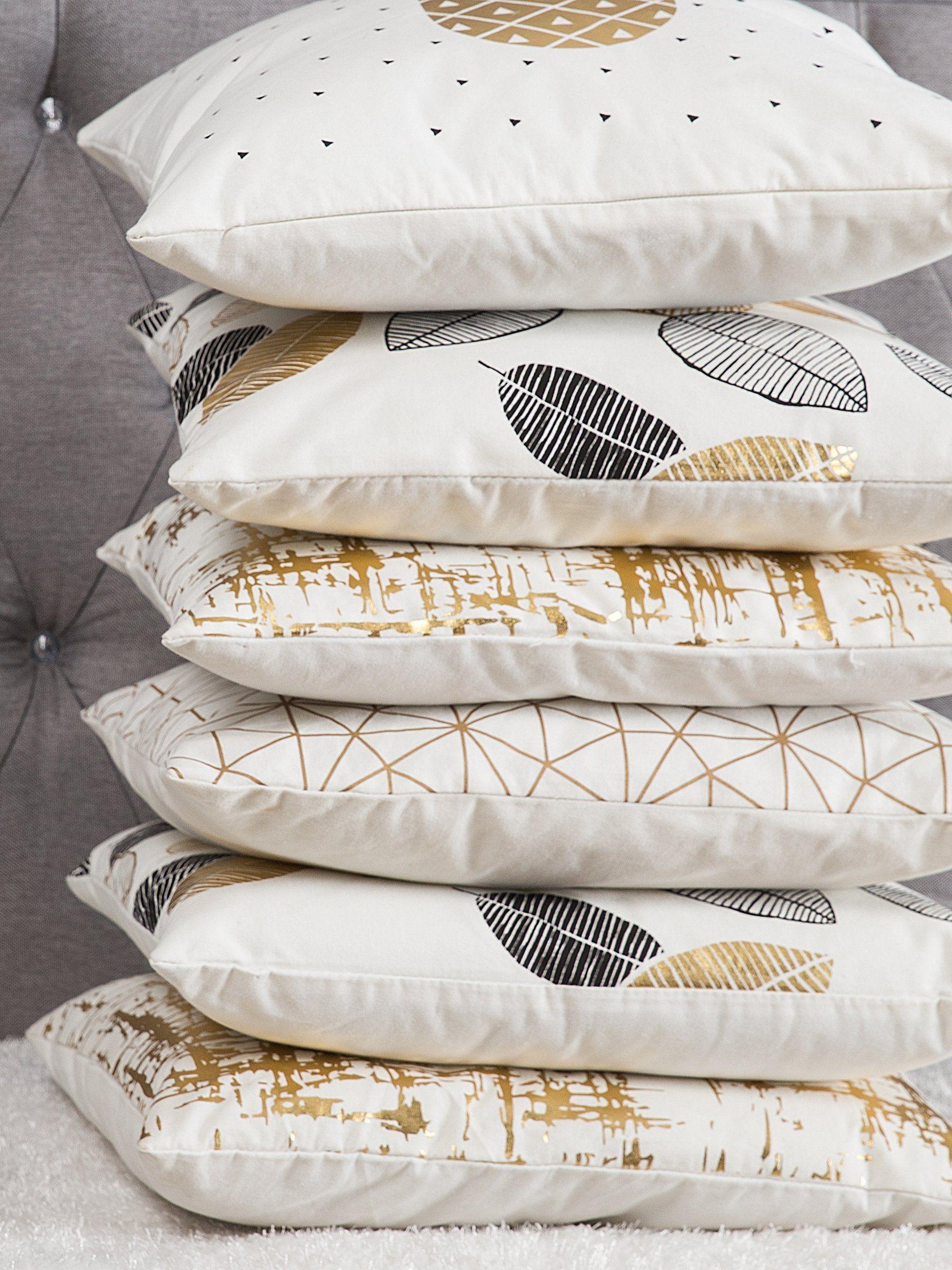 Poduszki Dekoracyjne W Kolorach Złota I Bieli Idealny