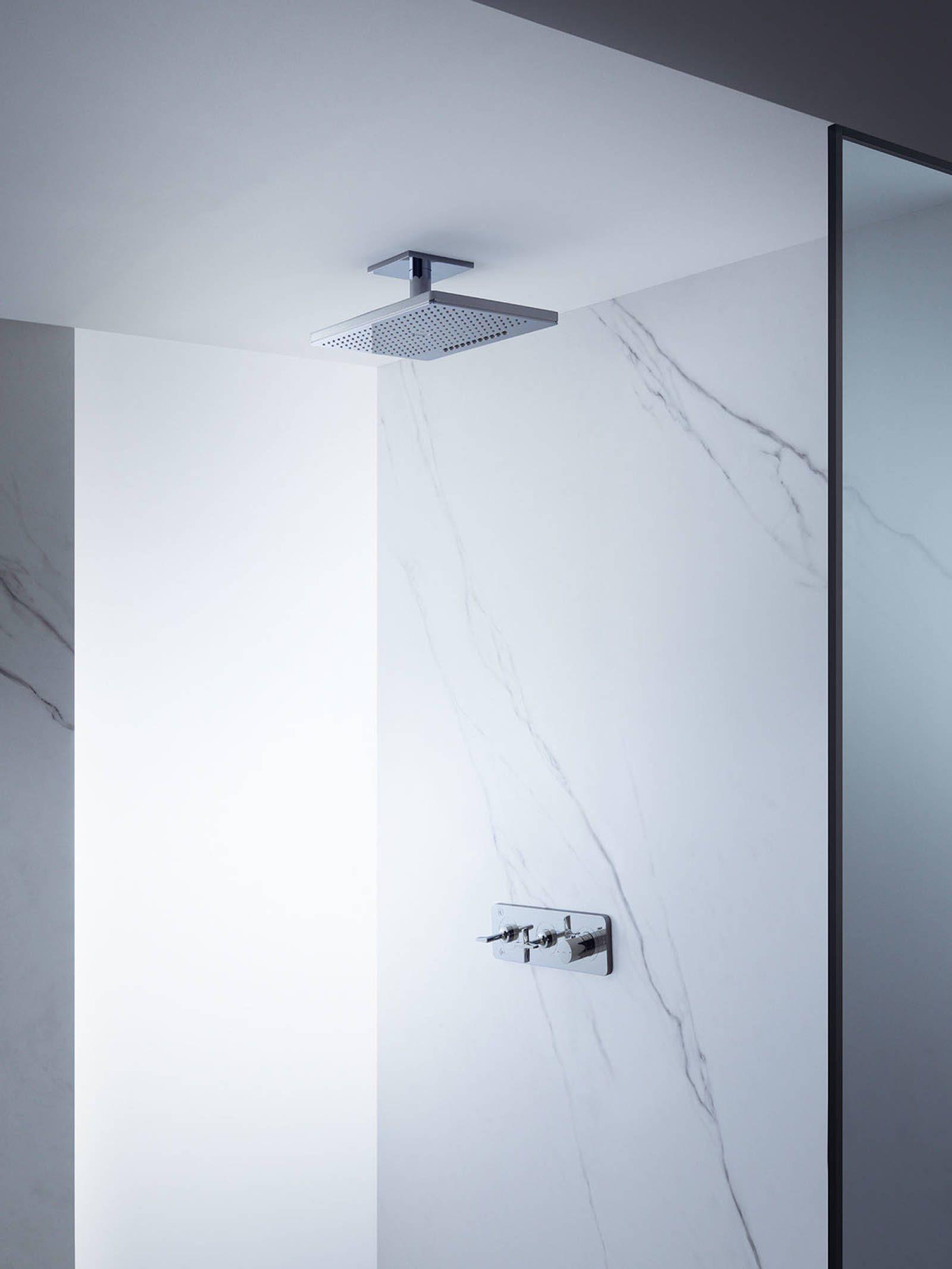 Barre de douche et thermostat de douche design AXOR.