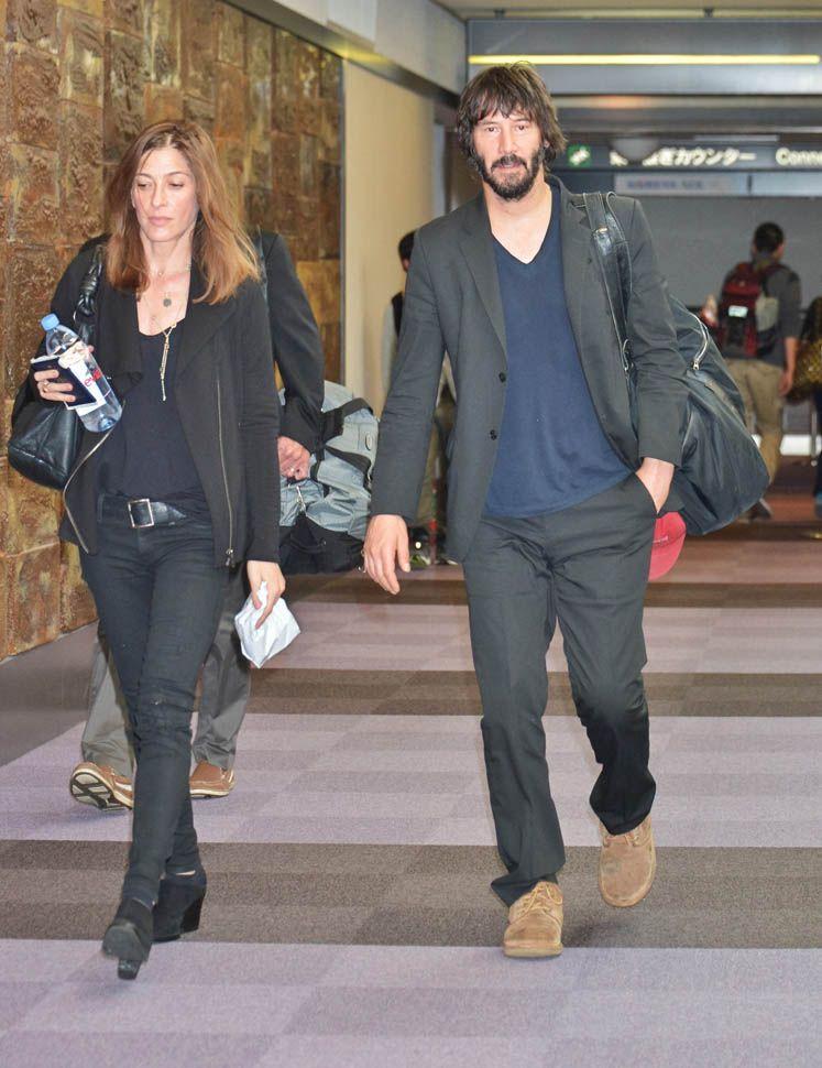 LaineyGossip|Keanu Reeves in Japan with his girlfriend to ...