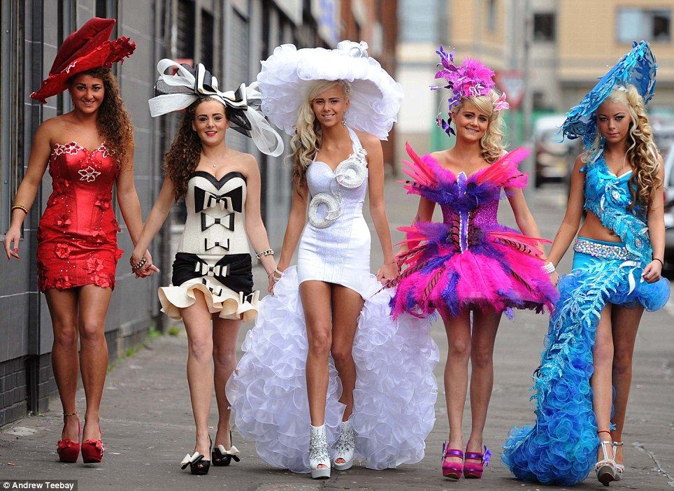 S From My Fat Gypsy Wedding Arrived At Aintree Racecourse Looking More Sober Left To Right Claire Marie Shamilia Biddy Shannon And Lizzie