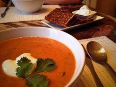 Hmmm...der Duft dieser Suppe erinnert mich an ein türkisches Restaurant, bei dem ich zu Studentenzeiten gerne gegessen habe. Es sind wohl Knoblauch und der