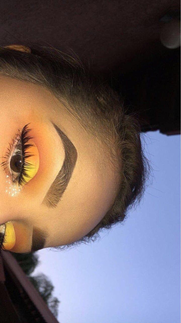 Maquillaje, cejas y amarillo #