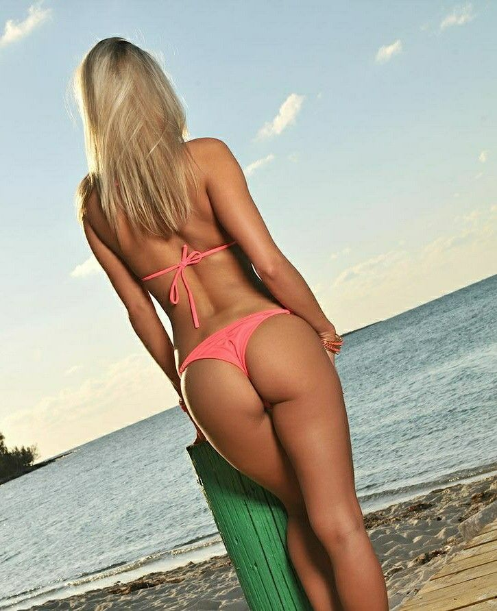 Love Jada, hot blonde beach envie