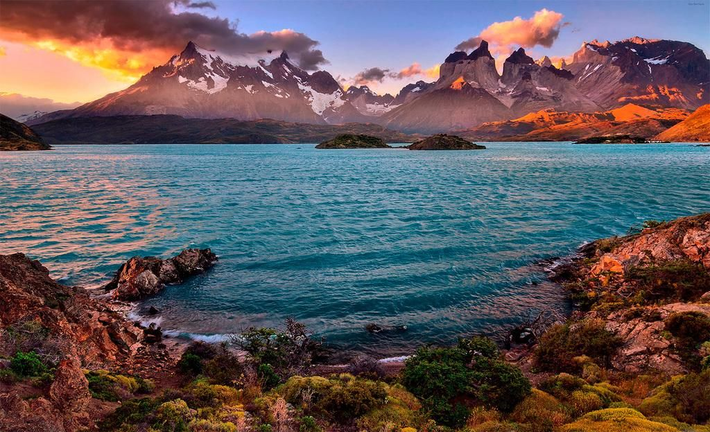 Lake Pehoé, Torres del Paine National Park in Patagonia, Magallanes Region, Chile.