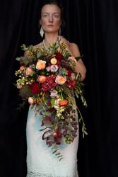 a1f007304dcb Brudbukett - magnifik med bland annat rosor och ranunkel ...