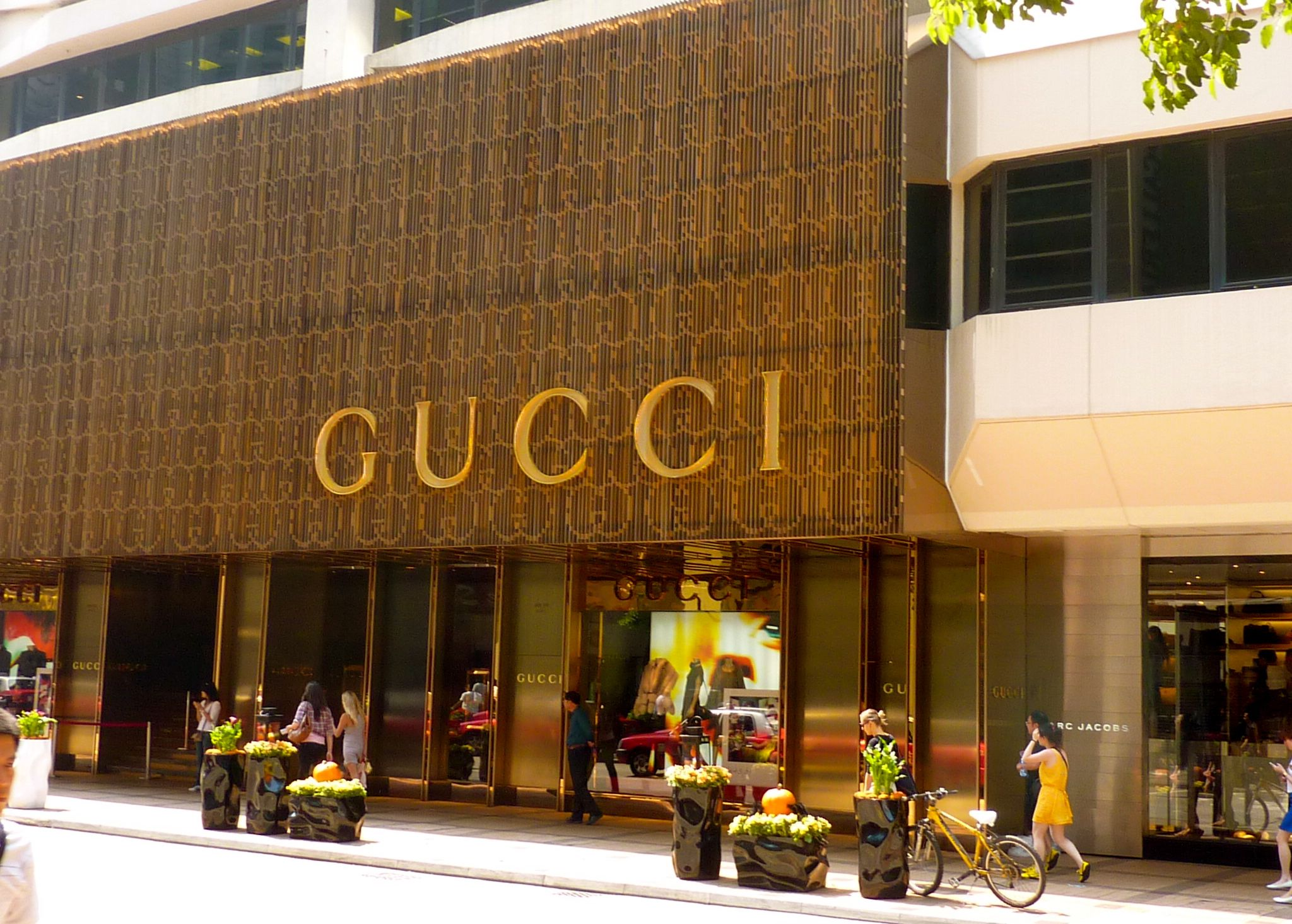 gucci stores - Google Search | Storefronts | Pinterest | Gucci