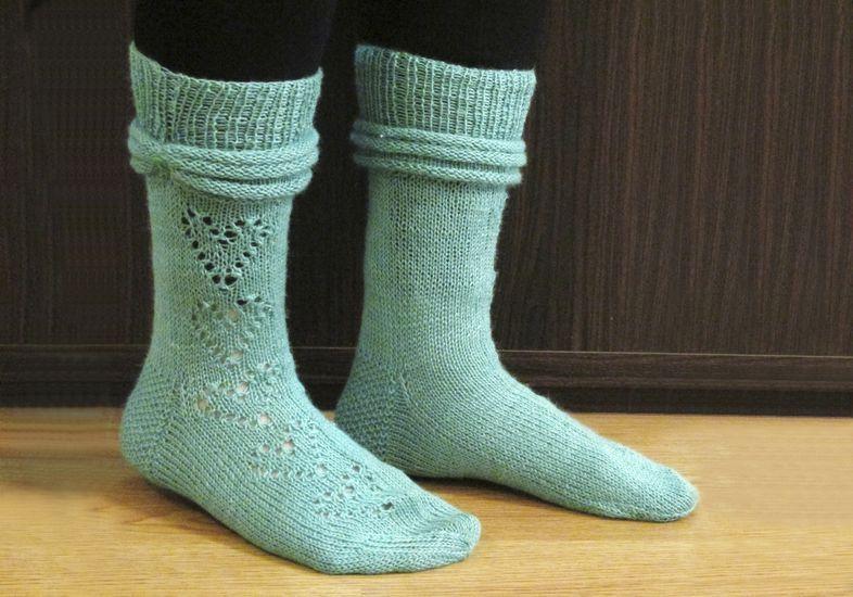 Suuri sukkalankatesti: Onion Nettle sock -lanka palkitsee ahkeran neulojan ilmavilla sukilla mutta paljastaa epätasaisen käsialan | Kodin Kuvalehti