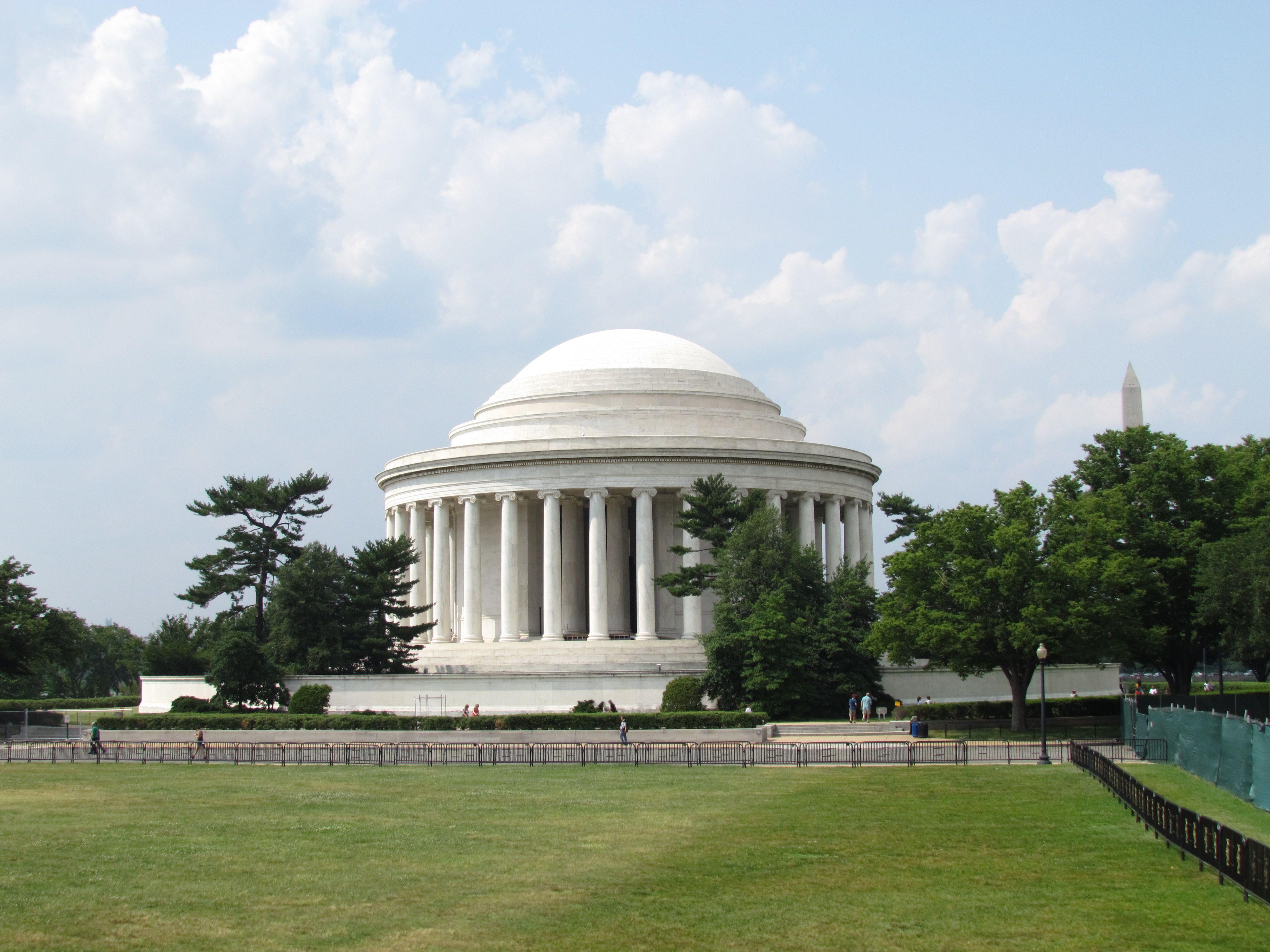 Monumento a Jefferson. Dedicado a la memoria de Thomas Jefferson, uno de los Padres Fundadores de la nación y tercer presidente.