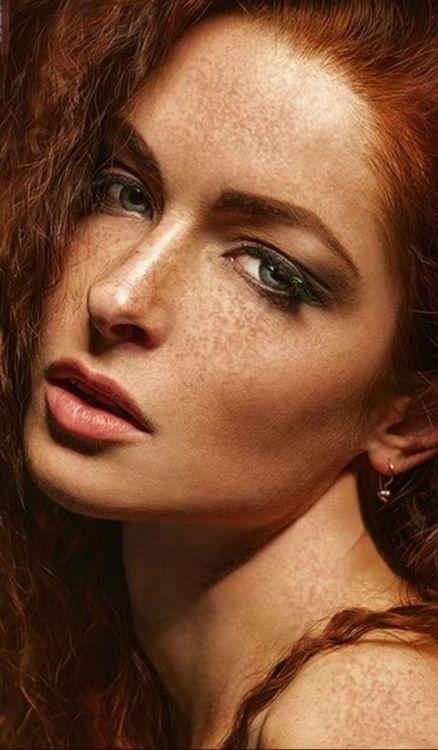 Pin su Ragazze con i capelli rossi