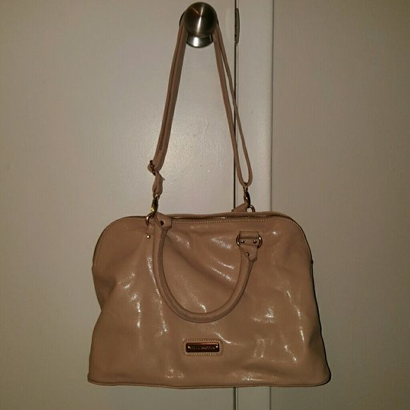 Steve Madden purse Lightly used, no scrapes or scuffs on outside. Small fixable tear in pockets on the inside. Steve Madden Bags Shoulder Bags