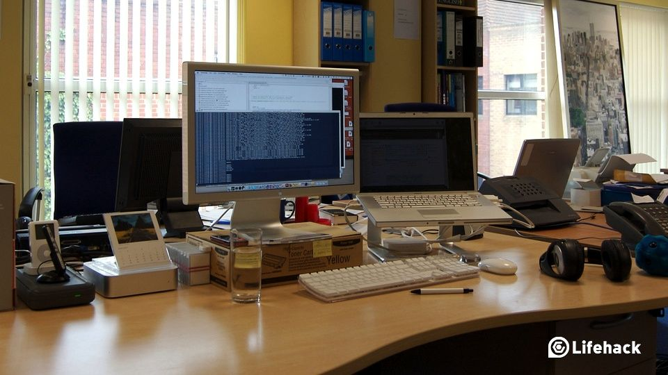 8 Things You Need To Have At Your Office Desk  Lifehack