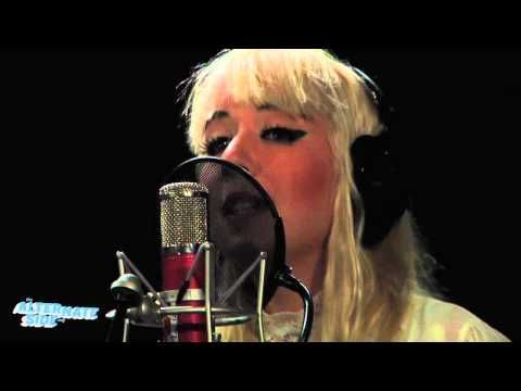 """Austra - """"Lose It"""" (Live at WFUV)"""