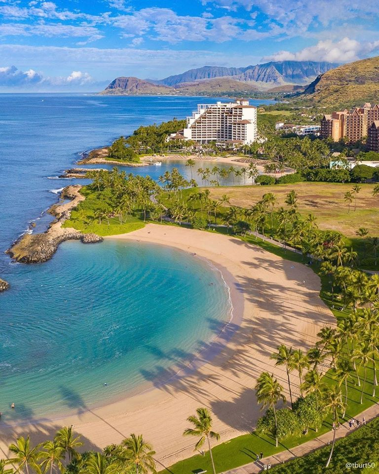 Wonderful island that rans the gamut from the absolute hustle and bustle of a big city to secret retreats ⛱ that allow you to get away from it all 💦 📌 Oahu, Hawaii🌴 #travel #trip #quest #traveling #stayhome #savetourism #travellater #travelphotography # dreamdestination