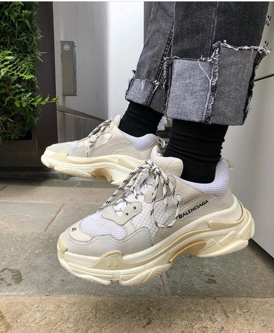 BALENCiAGA TRiPLE S White And Blue Suede Trainers