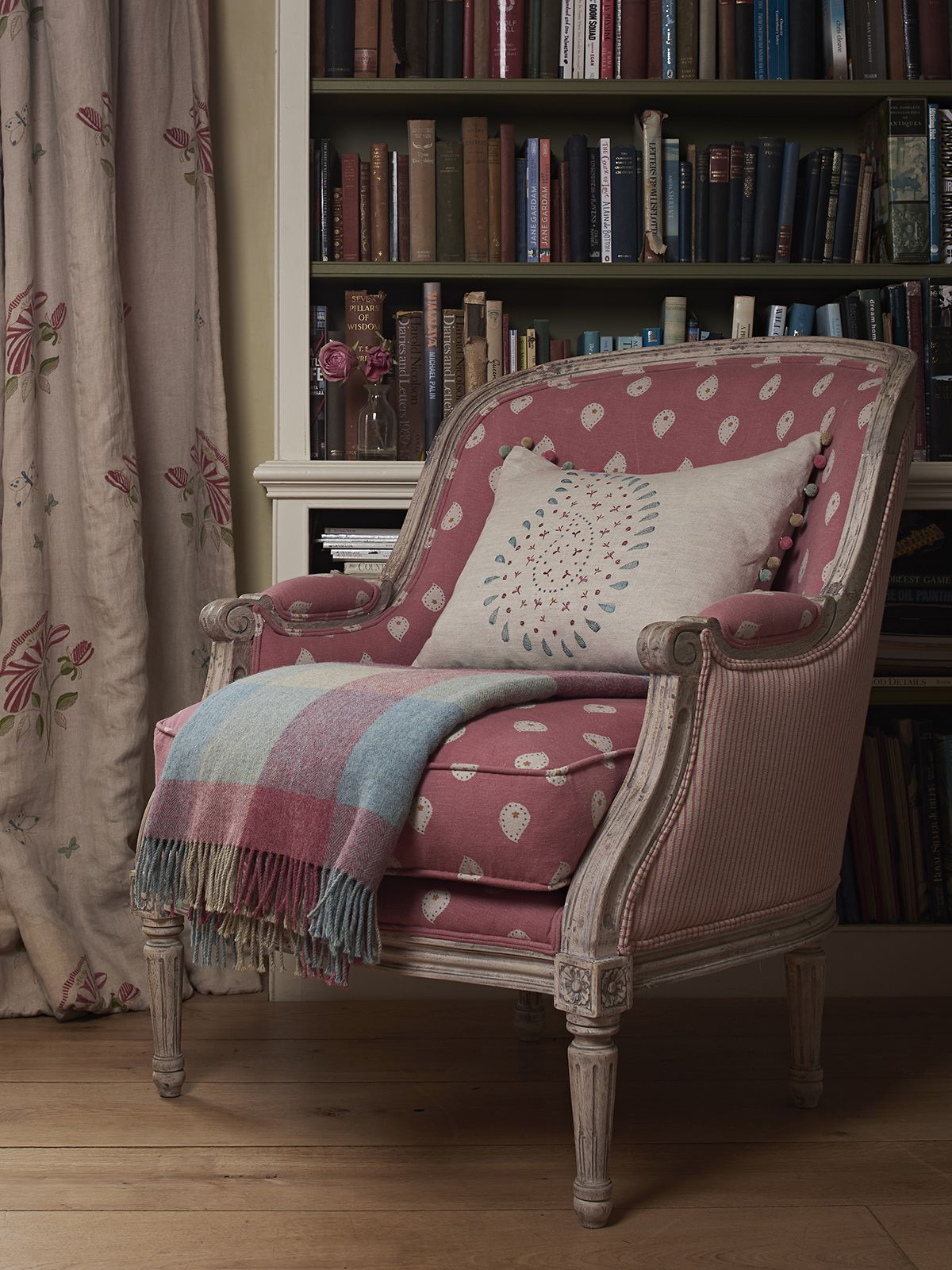 Use Pink and Blue together to brighten up a room | Sedie e ...