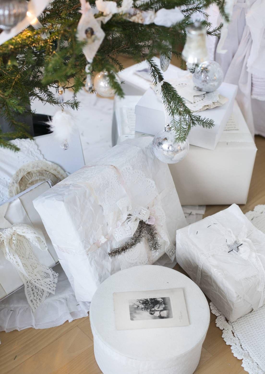 Nätisti paketoitu joululahja on ilo antaa ja ilo saada. Katso Unelmien Talo&Kodin paketointi-ideat joululahjoille.