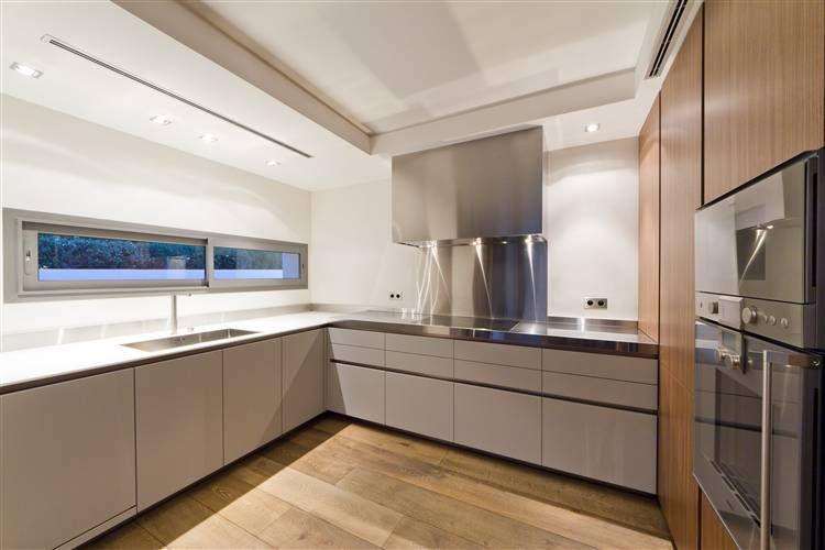 Boffi cucine cucina essenziale piano cottura ad induzione con cappa in acciaio e piano lavoro - Cucine legno e acciaio ...