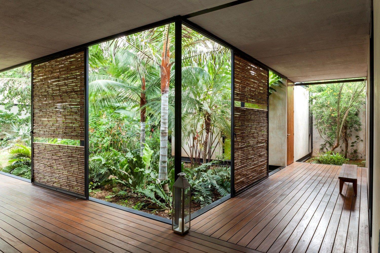 Gallery Of Itzimna House Reyes Rios Larrain Arquitectos 26 Modern House Design Atrium House Courtyard House Plans