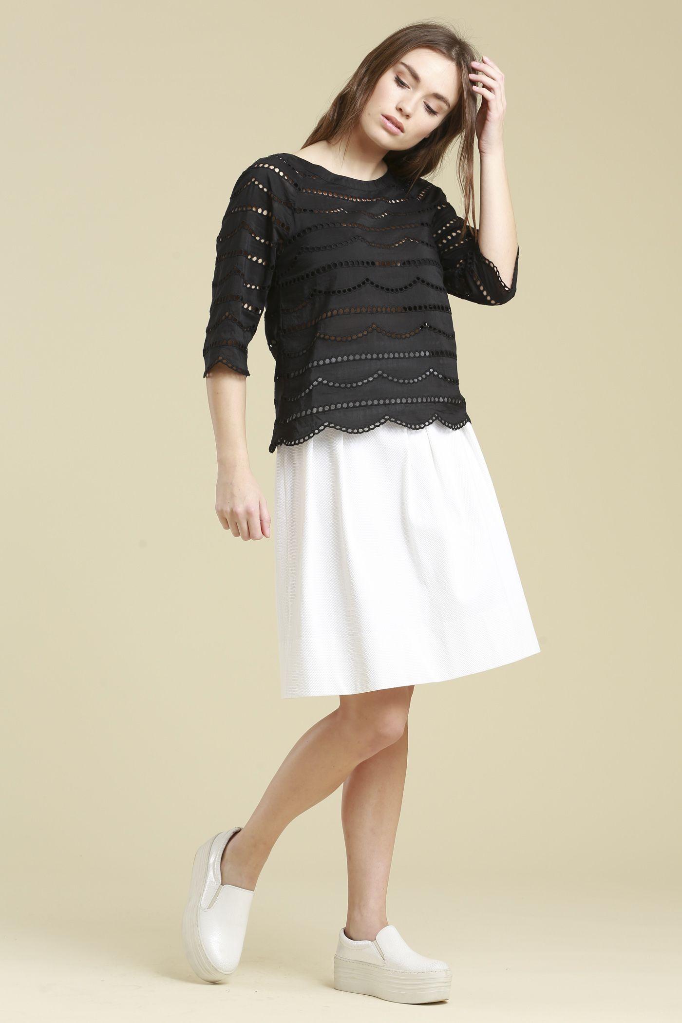 elegantes Spitzenshirt aus premium Mischung von 70% Baumwolle und 30% Seide #LANIUS #fairfashion