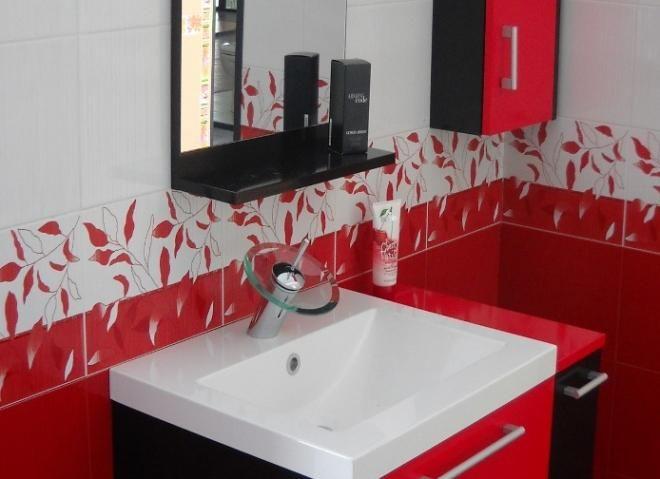 Muebles de bao en rojo y blanco  Casa ideas interior  Negro blanco y rojo in 2019  Baos rojos Baos negros Baos de colores