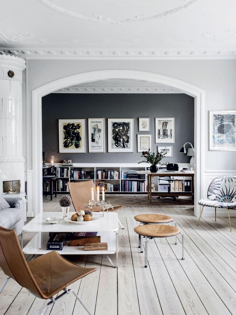 Salontafel Zweeds Design.Woonkamer Design Wit Grijs Hout Cognac Schilderij Krukjes