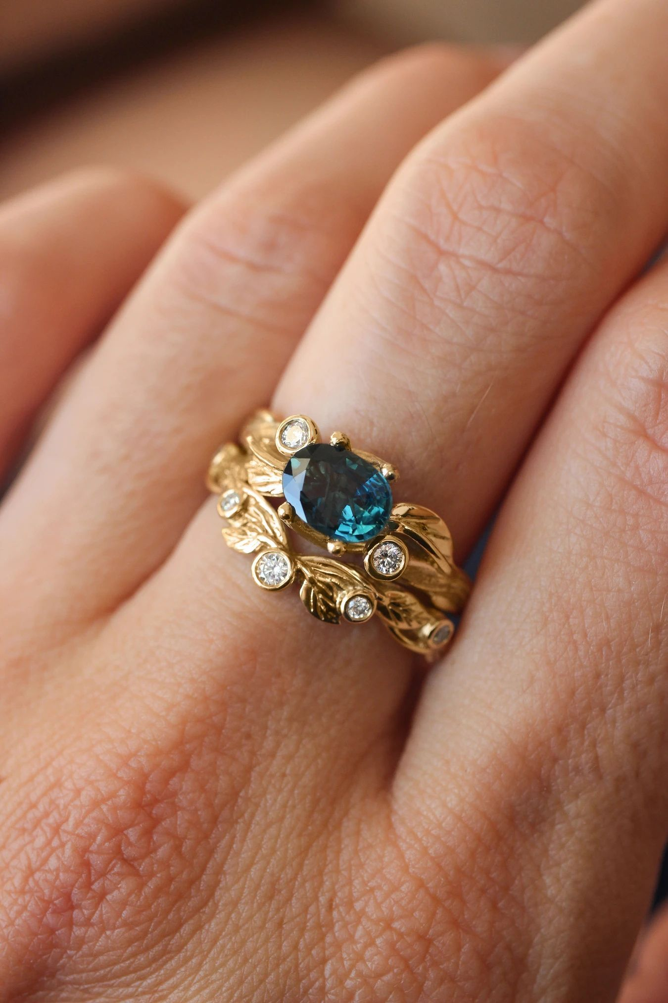 Blue sapphire engagement ring with stacking wedding band