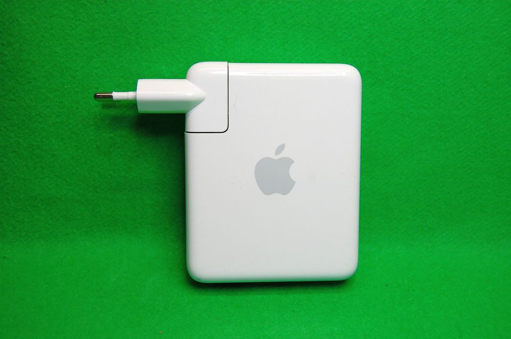 Apple AirPort Express Base Station, Model No A1088, 1 x USB Port
