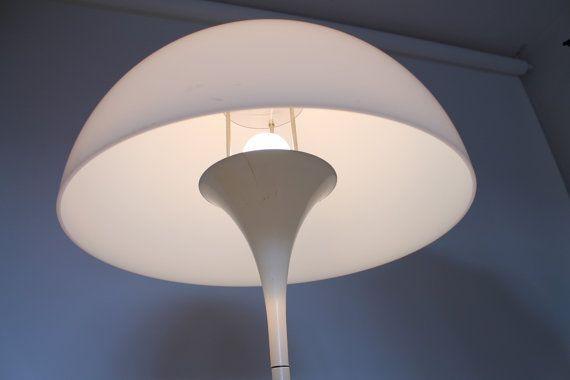 Leuchtenschirm von der Panthella Stehleuchte. Erhältlich im Verner Panton Online Shop von TAGWERC: http://verner-panton.tagwerc.de/products/louis-poulsen-panthella-stehleuchte-floor-lamp.html
