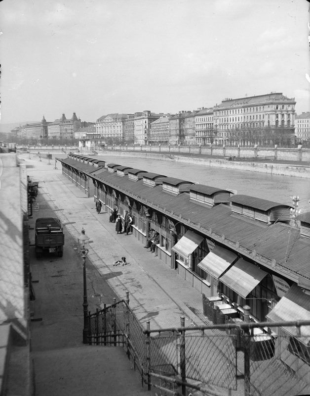 Wien 1, Donaukanal 1925.  Blick entlang der Fischhallen gegen das jenseitige Ufer kanalaufwärts, Standort unter der Salztorbrücke.