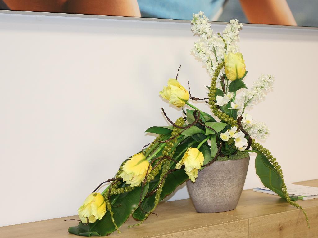 Deko Mit Kunstlichen Blumen Exklusives Design Herausragende
