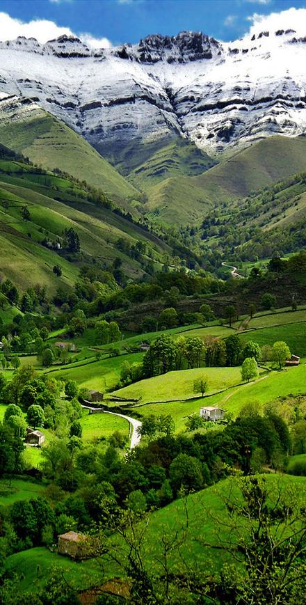 Pisue a valley cantabria spain lugares spain espa a y paisajes - Casas espectaculares en espana ...
