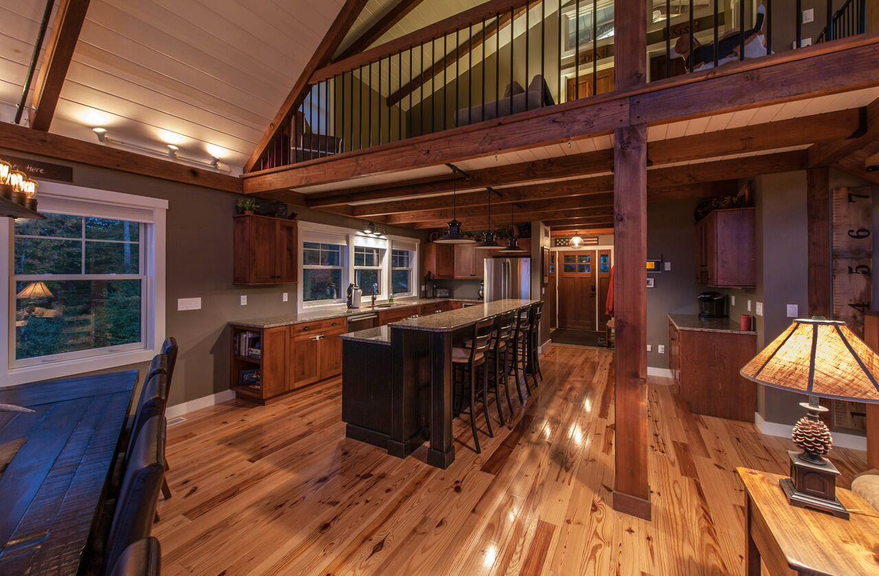 Small barn home Moose Ridge Lodge has
