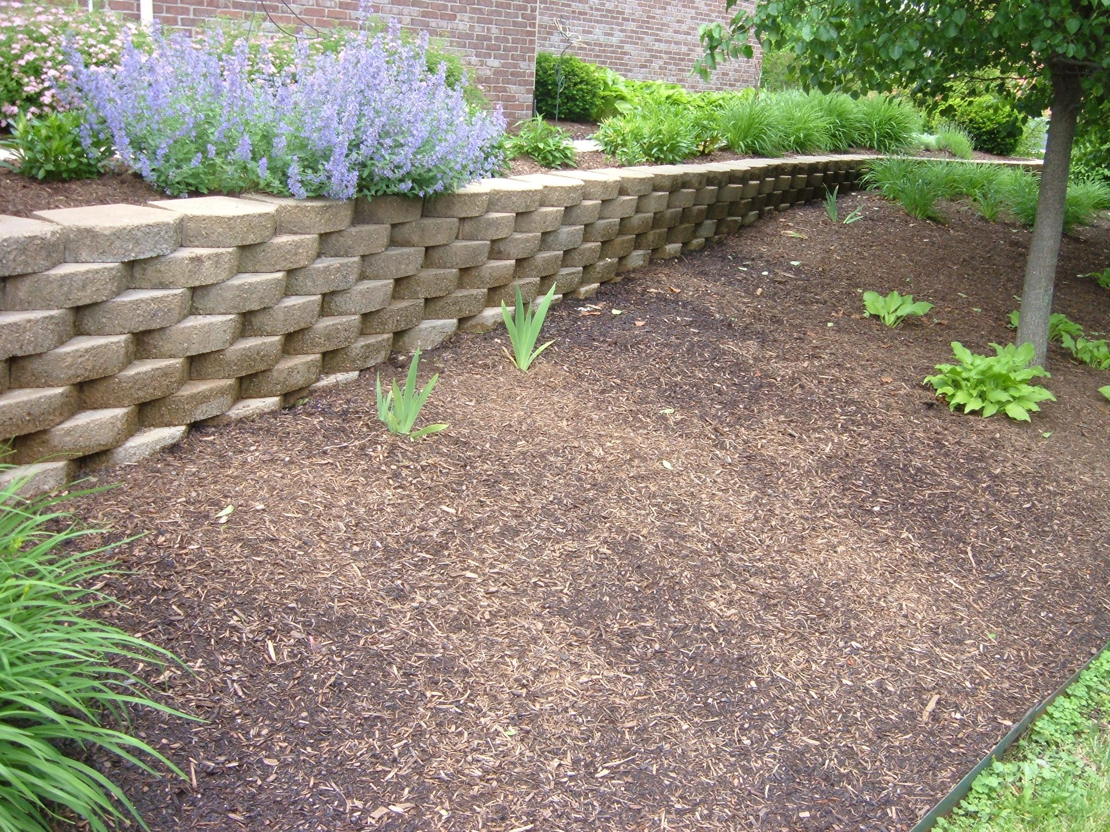 retaining walls   Retaining Walls   Cut Above The Rest Lawn Care ...