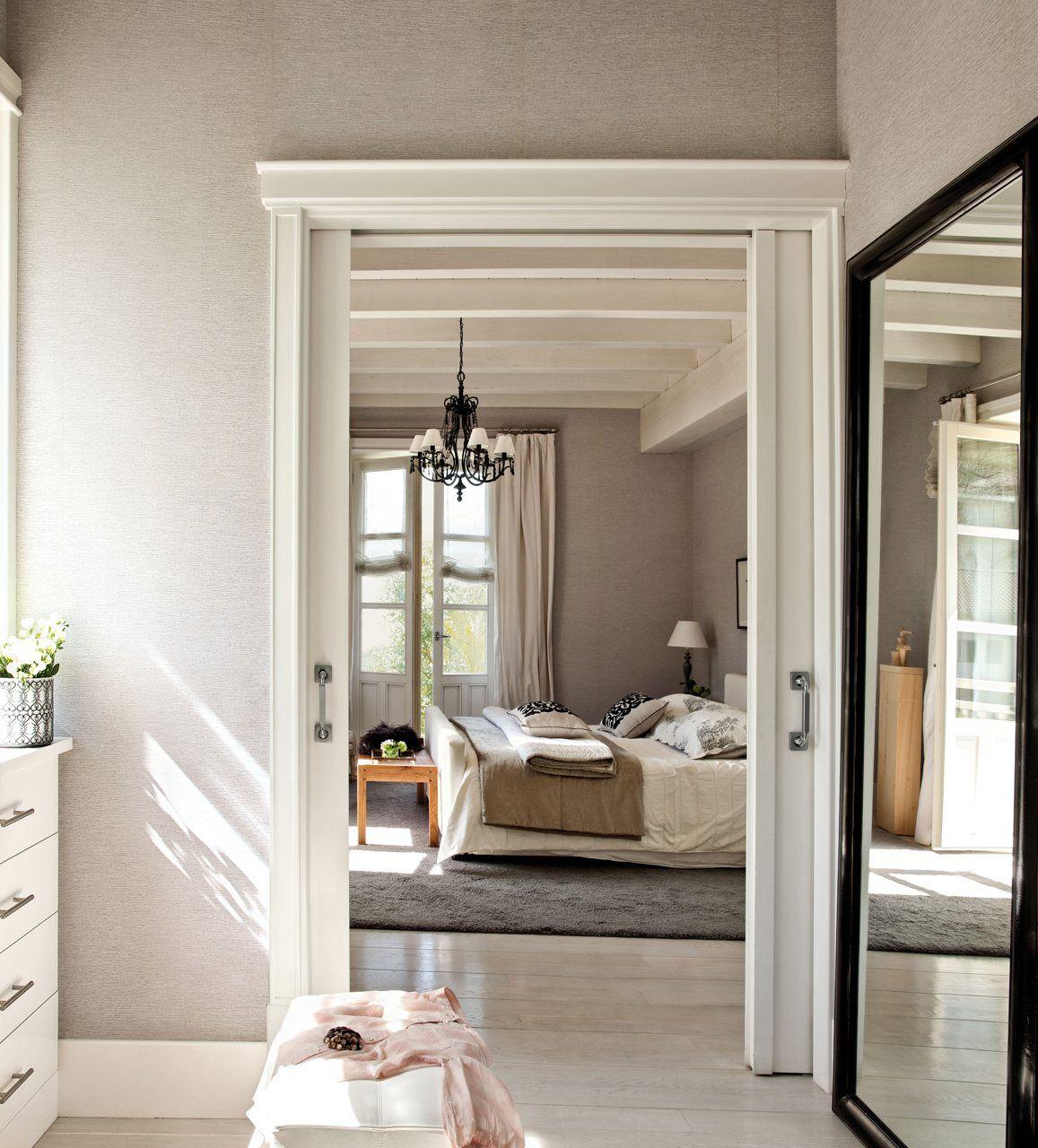 sereno y abierto al vestidor la presencia del blanco combinado con todos los matices del gris