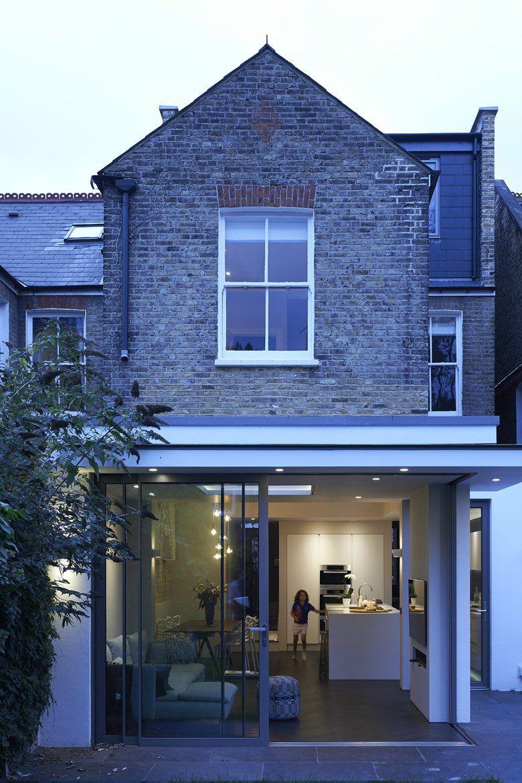 Schiebetur Verschwindet In Wandtasche Konnte Unser Platzproblem Mit Dem Tv Losen West London House London London House House Extensions Flat Roof Extension