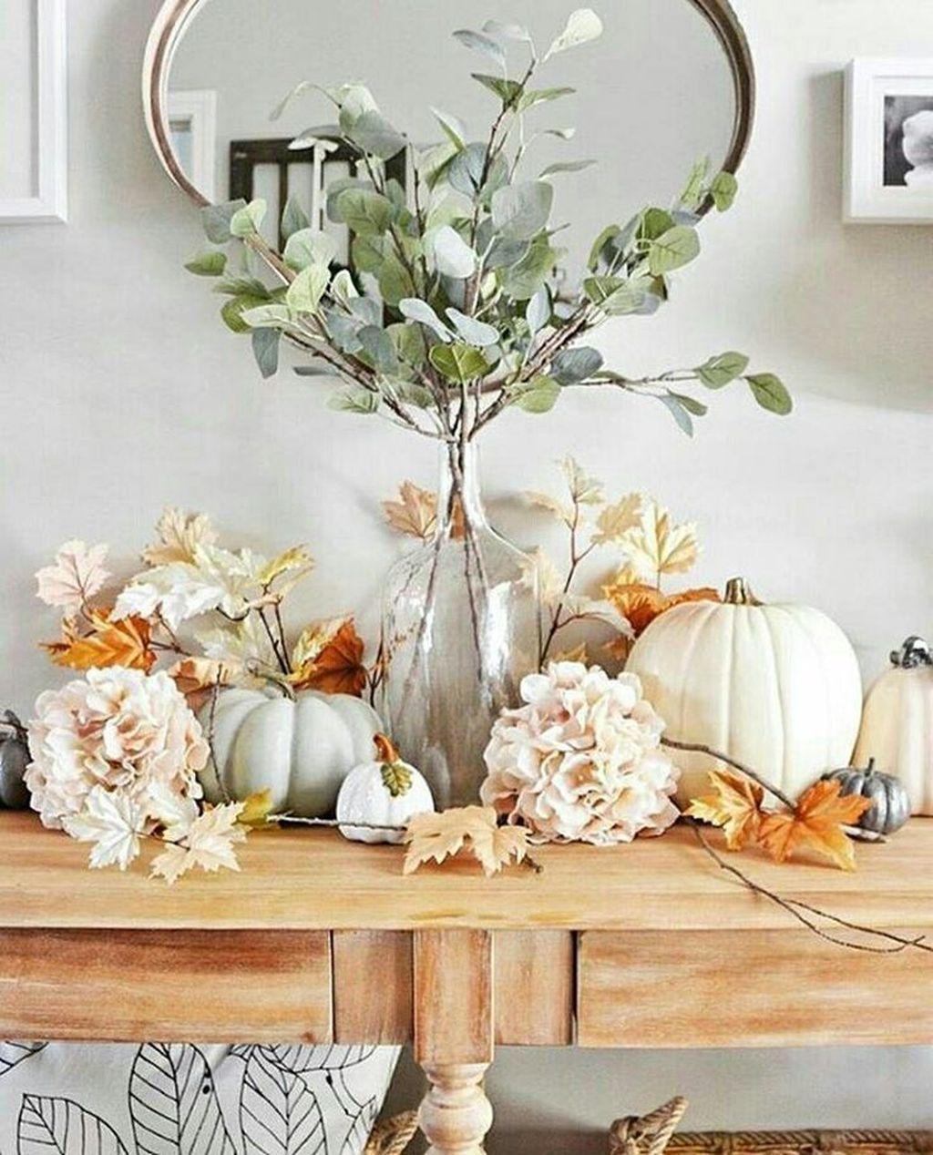36 Beautiful Fall Entryway Decor Ideas - HMDCRTN