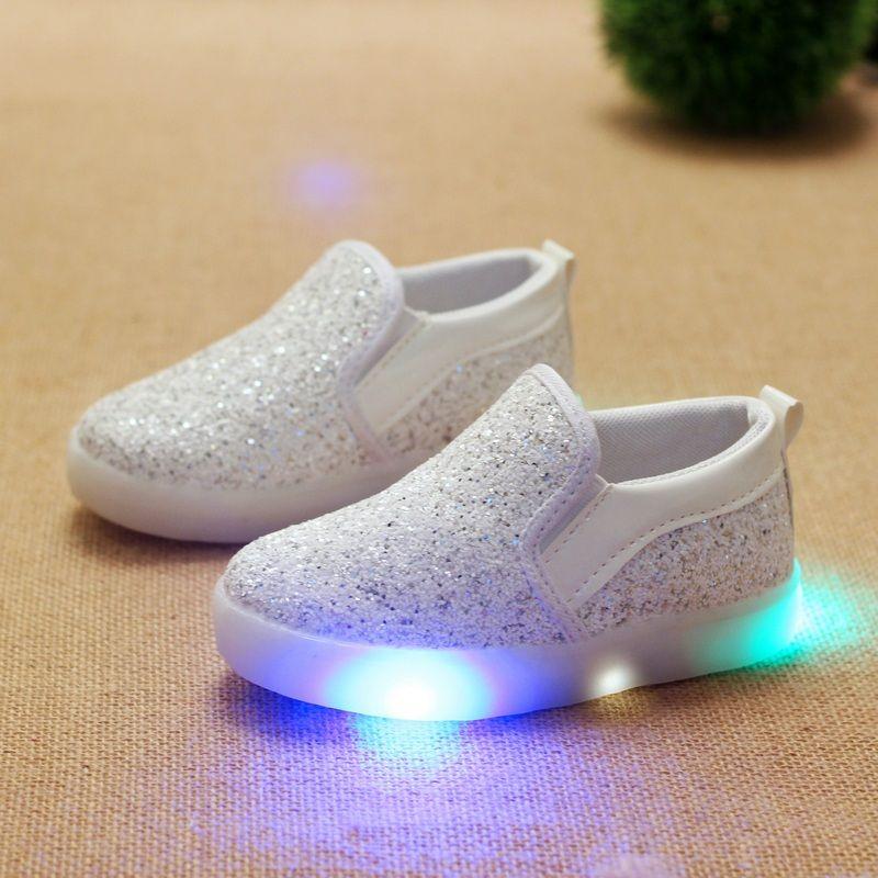 52e74380f Nuevos Niños de la lona Casuales Zapatos Zapatos Del Niño Del Bebé Niñas niños  Zapatos Deportivos Niños LED Luz de Zapatillas Bebé Luminosa envío ...