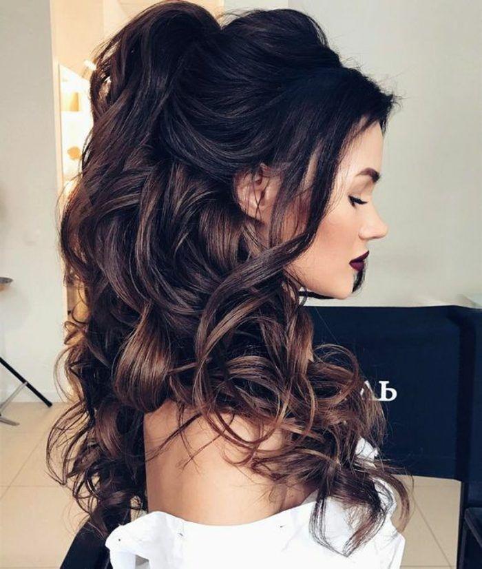 Peinados De Fiesta Mujer Linda Pelo Largo Rizado Recogido A Medio En Una Cola Wedding Hair Down Hair Styles Long Hair Styles