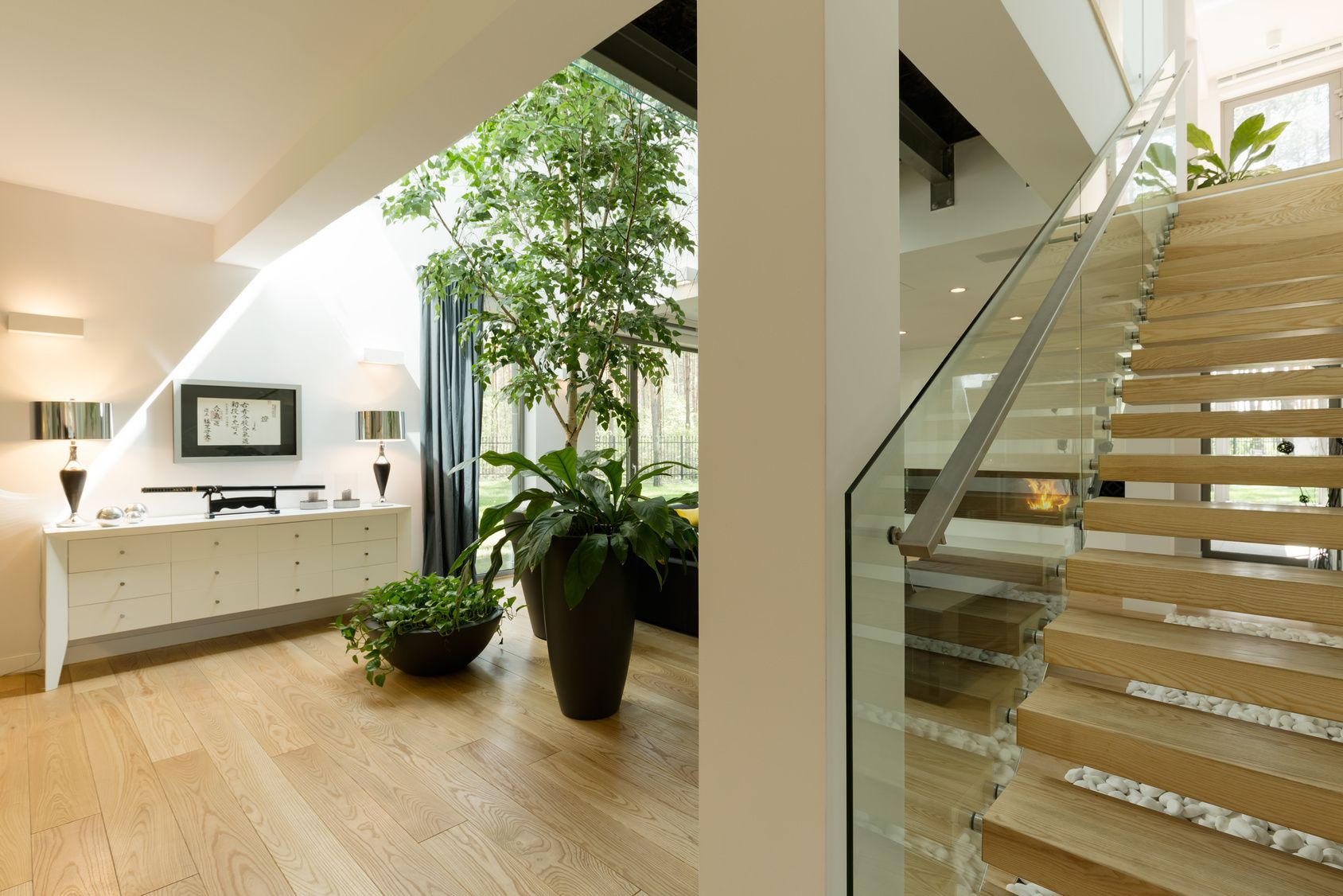 The combination of glass and wood will give the interior a