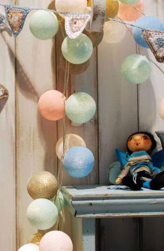 Lichtslingers van Cotton Ball Lights // Inspiratie