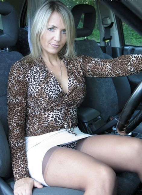 Blonde milf upskirt hot ass part1