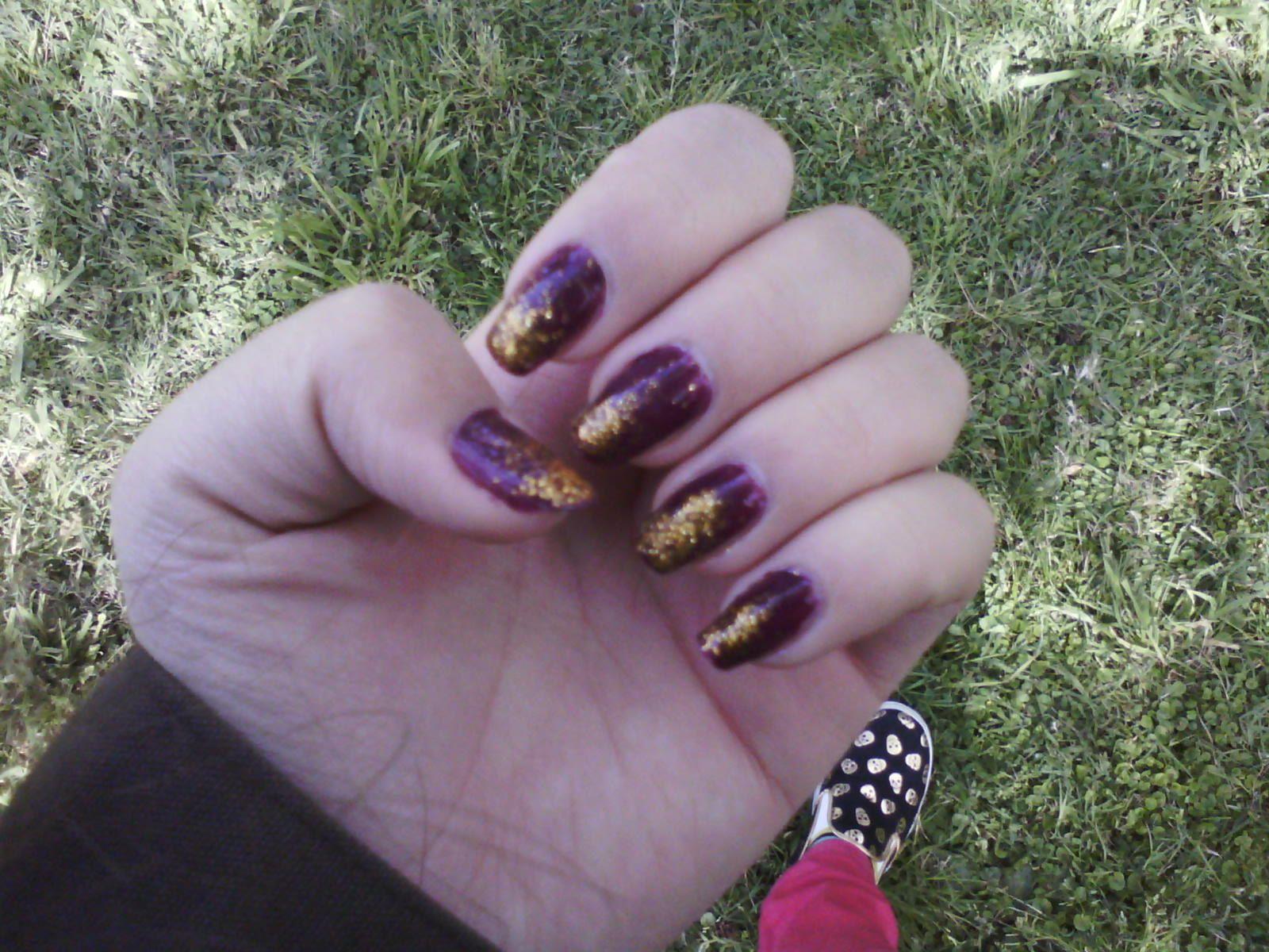 uñas color uva con brillo color dorado en degrade | uñas | Pinterest ...
