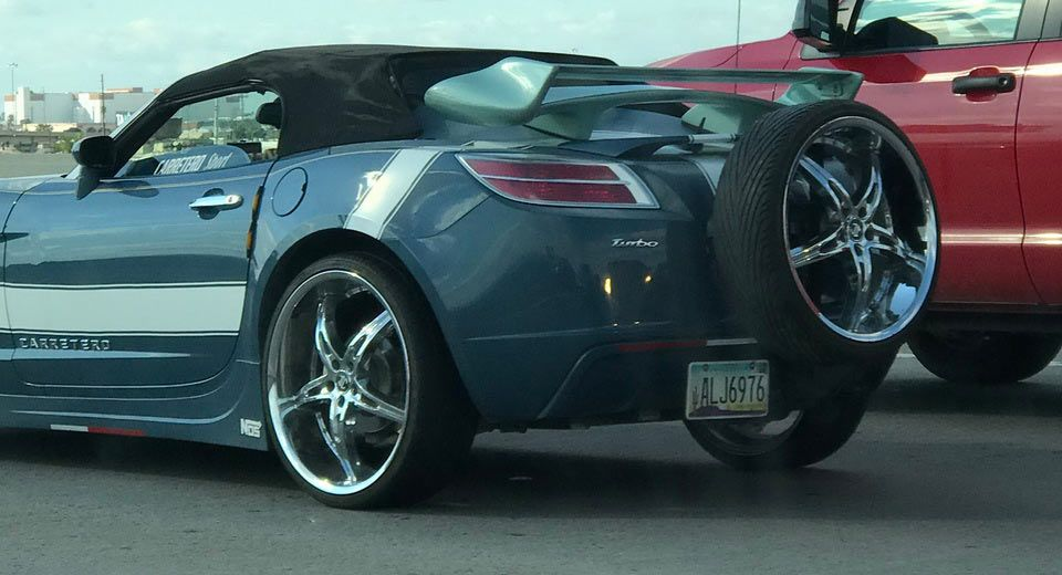 See Anything Wrong With This Saturn Sky Carscoops Saturn Sky Sky Car Saturn