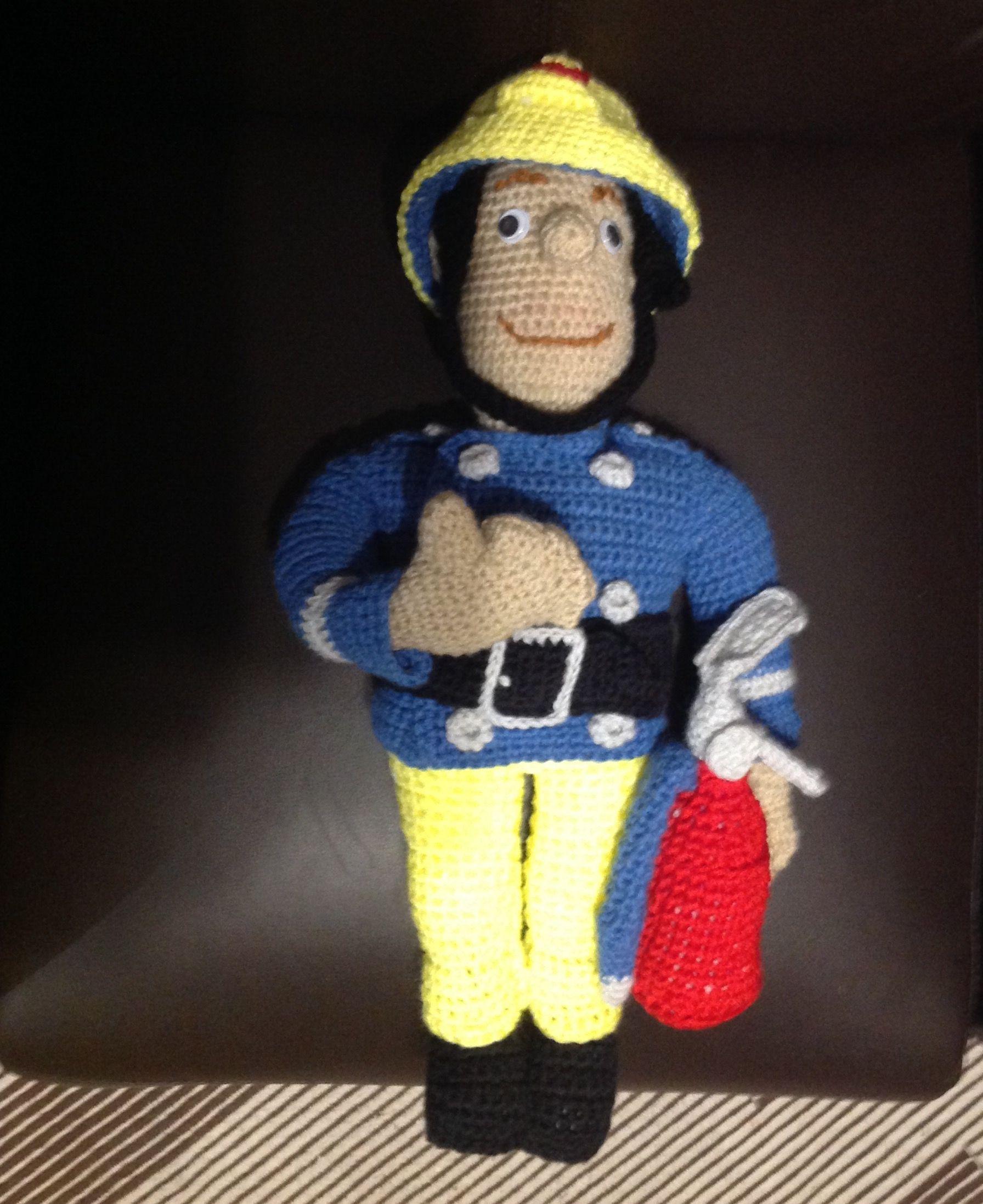 Feuerwehrmann Sam, 47 cm groß, ohne Vorlage gehäkelt 😃 ist mir sehr ...