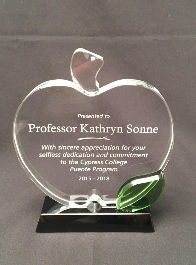 49d9062778a This beautiful Glass Apple award is the best way to appreciate the  dedication and commitment of a teacher. You can personalize it with your  own text or ...