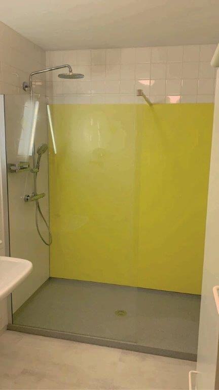 familie czifer hat von viterma die alte badewanne mit hohem einstieg durch eine rutschhemmende. Black Bedroom Furniture Sets. Home Design Ideas