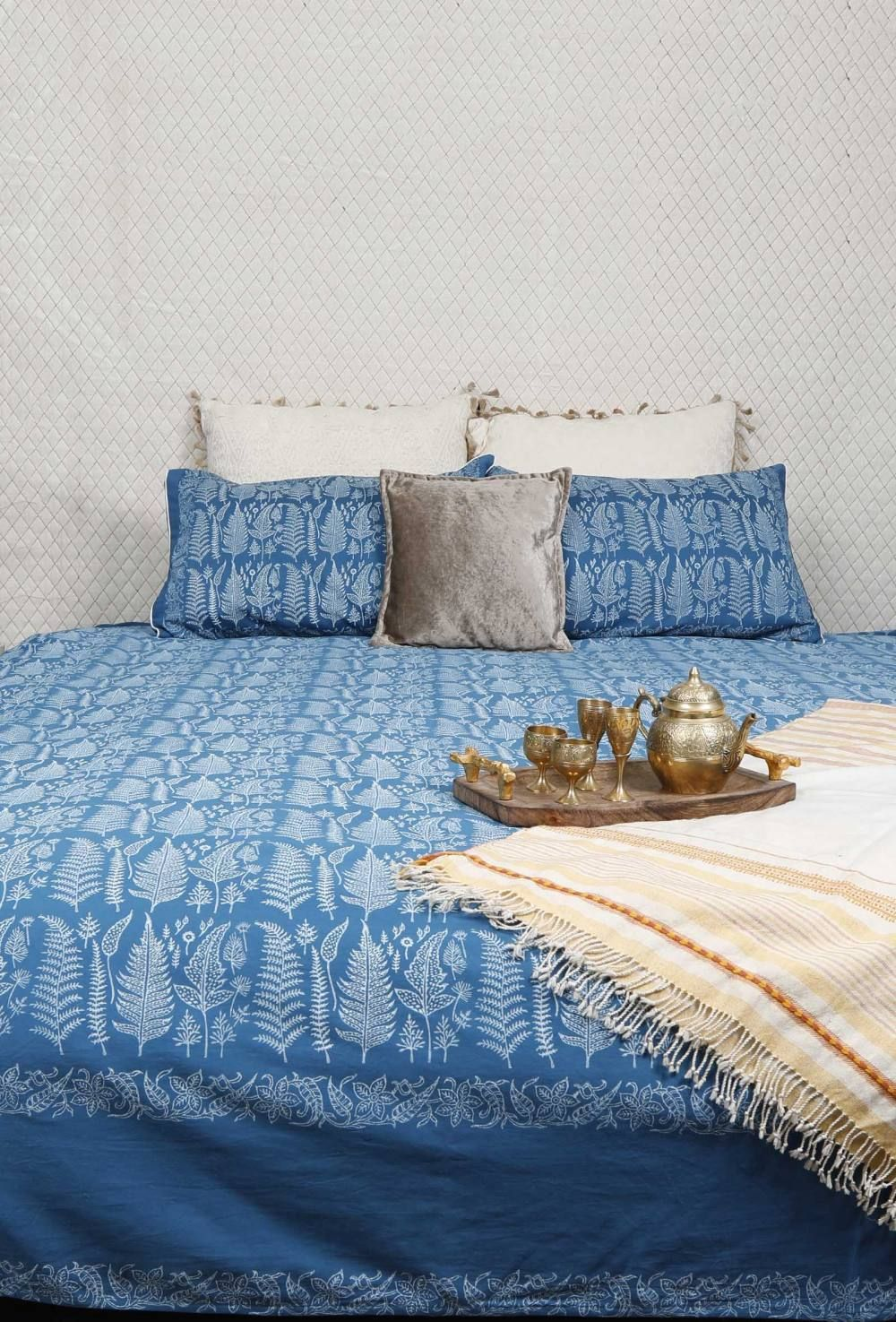 Cotton Bed Sheet With Pillow Covers In Blue And White Sheet